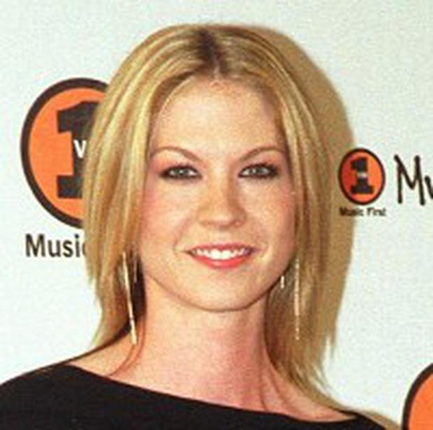 Jenna Elfman Has Been Married For 15 Years