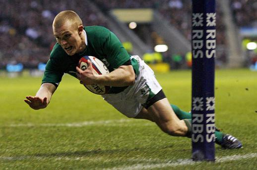 Keith Earls dives over in the corner to score Ireland's second try Photo: Getty Images