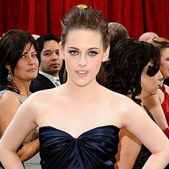 Kristen Stewart says she was fine about kissing Dakota Fanning
