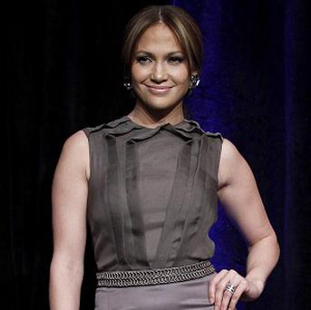 Jennifer Lopez might star in the remake of Overboard
