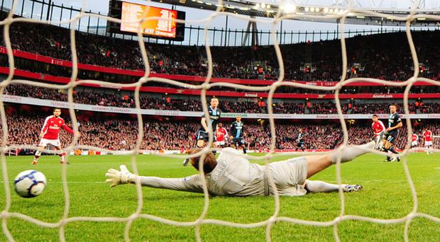The West Ham goalkeeper Robert Green cannot stop Denilson's early goal on Saturday. Photo: Getty Images