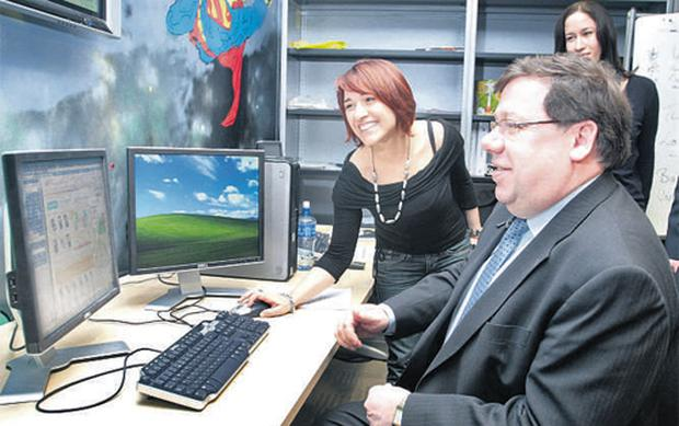 Taoiseach Brian Cowen pictured with Marianna Cucchiara from Italy, who is training for one of 150 new jobs announced at eBay's HQ in Blanchardstown, Dublin, yesterday