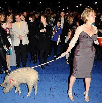 Emma Thompson with a guest pig at the premiere