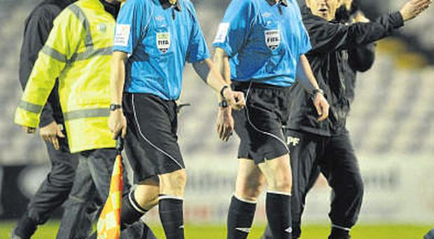 Pat Fenlon remonstrates with referee Dave McKeon as they leave the pitch at half-time. DAVID MAHER/SPORTSFILE