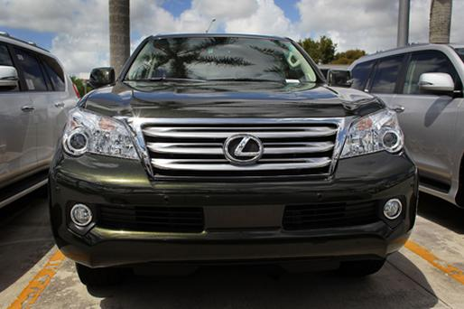 Lexus GX 460 SUVs are seen on a sales lot on April 13. Photo: Getty Images