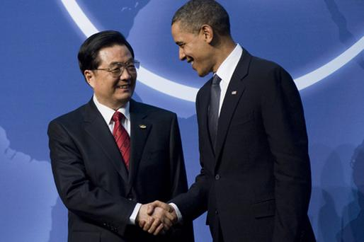 Barack Obama (R) greets Chinese President Hu Jintao upon his arrival for dinner during the Nuclear Security Summit at the Washington Convention Center in Washington. Photo: Getty Images