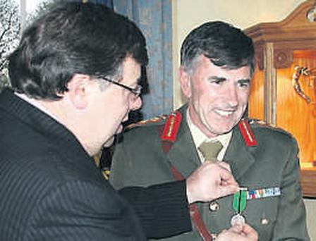 Lieutenant General Dermot Earley is presented with his medal by Taoiseach Brian Cowen
