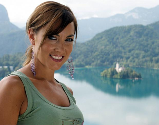 Kathryn Thomas in No Frontiers