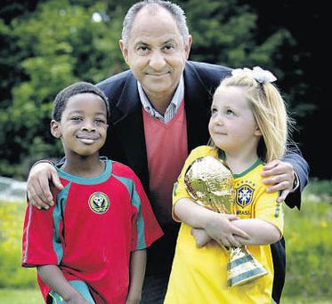 Argentine legend Ossie Ardiles with Annui Otto (5) from Kill, Co Kildare, and Susie Power (6) from Kilcullen at yesterday's unveiling of RTE's World Cup commentary team.