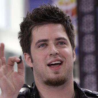 Lee DeWyze will sing the US national anthem at a basketball game