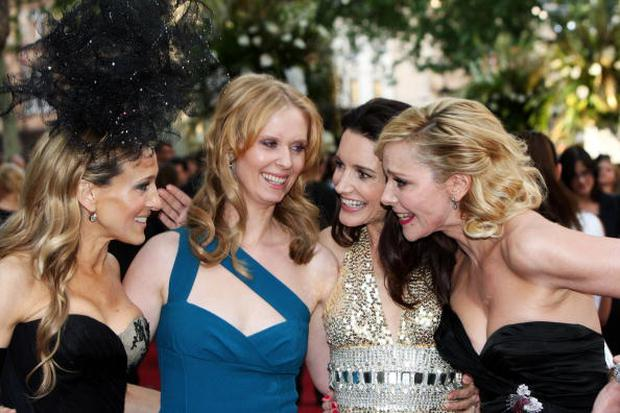 LONDON, ENGLAND - MAY 27: (UK TABLOID NEWSPAPERS OUT) L-R Sarah Jessica Parker, Cynthia Nixon, Kristen Davis and Kim Cattrall arrive at The UK Premiere of Sex And The City 2 held at The Odeon Leicester Square on May 27, 2010 in London, England. (Photo by Claire R Greenway/Getty Images)