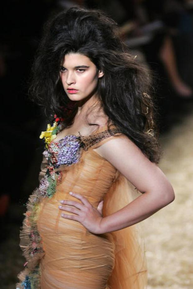 Paris, FRANCE: US model Crystal Renn presents a creation by French designer Jean-Paul Gaultier during the Spring/Summer 2006 Ready-to-Wear collections in Paris, 04 October 2005. AFP PHOTO/FRANCOIS GUILLOT (Photo credit should read FRANCOIS GUILLOT/AFP/Getty Images)