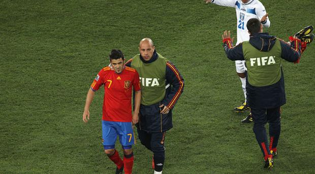 Jose Manuel Reina leads team mate David Villa off the pitch at half time as Emilio Izaguirre gestures. Photo: Getty Images