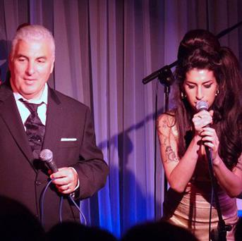 Amy Winehouse performed a duet with her dad, Mitch Winehouse