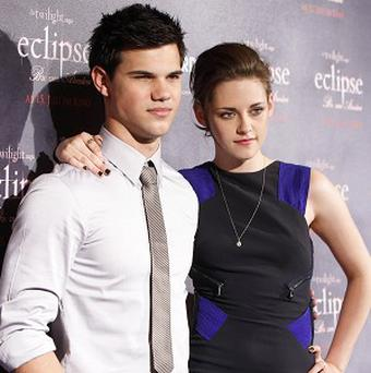Taylor Lautner and Kristen Stewart lock lips in Eclipse