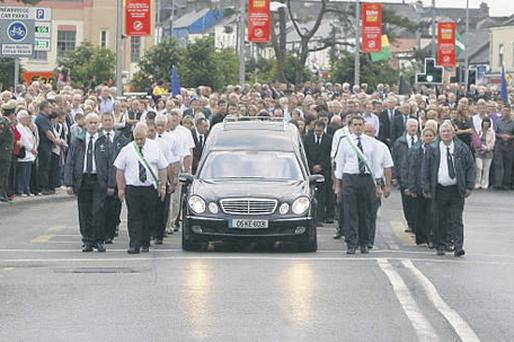 Huge crowds turned out to pay their respects as the the coffin of former Defence Forces chief, Dermot Earley