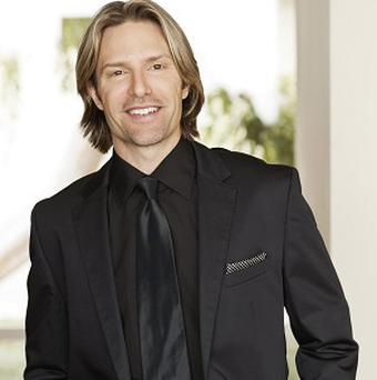Eric Whitacre is searching for hundreds of people in an attempt to form the world's largest online choir