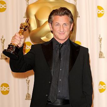 Sean Penn is to receive an award for his humanitarian work