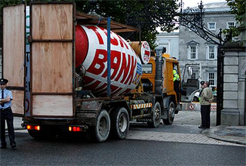 A cement lorry at the gates of the Dail in Kildare St earlier this morning. Photo: Kyran O'Brien