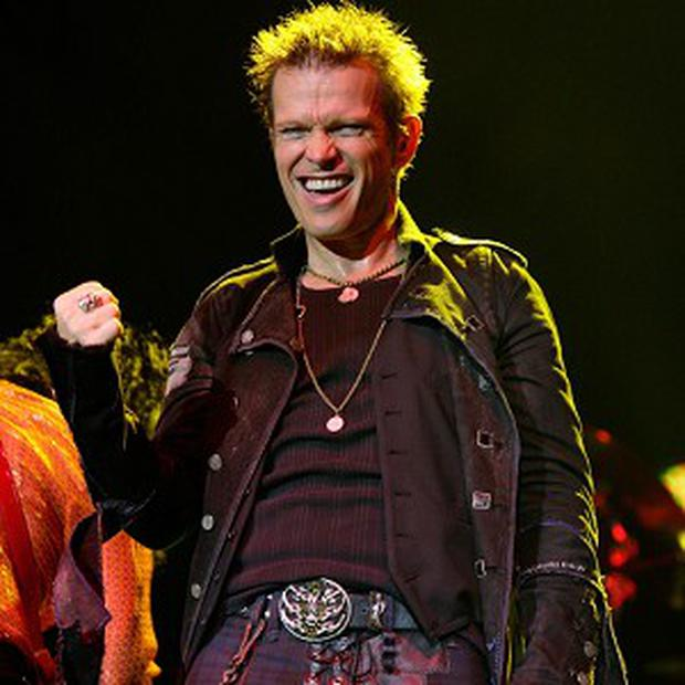 Billy Idol is to pen an autobiography
