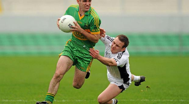 Rhode's Declan Murphy in action against Lorcan Hiney of Clara in the Offaly SFC final in yesterday. Photo: Paul Mohan / Sportsfile