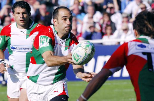 Biarritz's Julien Peyrelongue passes the ball during the European Cup rugby union match Biarritz vs. Ulster on October 17, 2010 at the Aguilera stadium in Biarritz.