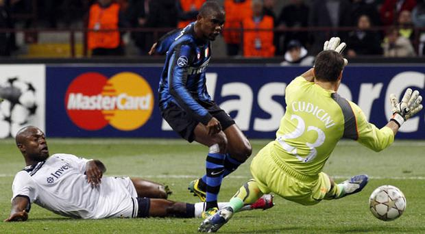 Inter Milan's Samuel Eto'o scores past Tottenham Hotspur's goalkeeper Carlo Cudicini and defender William Gallas during their Champions League Group A match at the San Siro last night.
