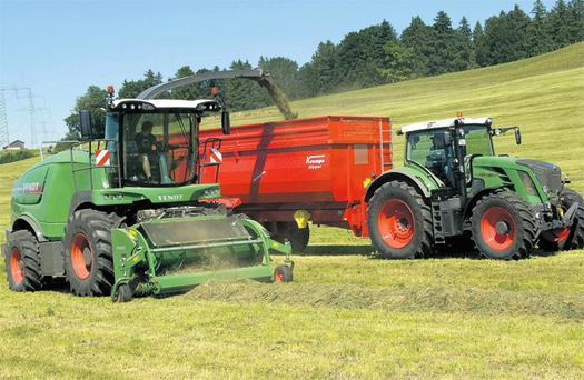 Boasting what Fendt claims is the largest chopping cylinder in the industry at 720mm in diameter, the Katana 65 (below left) has other features such as a six-roller feeder unit from header to cylinder to even out the crop flow into the cylinder