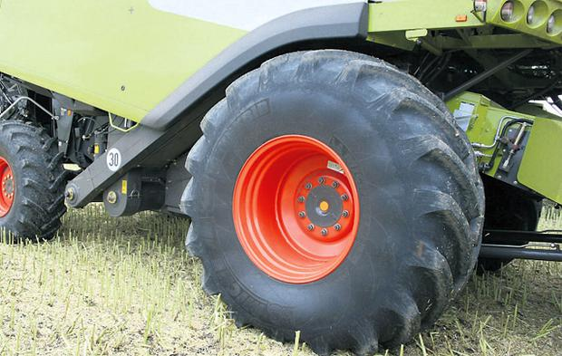 The CerexBib tyre can easily carry combines and is 15pc narrower than convention harvester tyres, which allows it to fall under the 3.5m machine width for road use