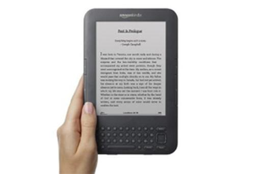 Amazon has withdrawn a controversial ebook about paedophilia from its Kindle ebook store following protests from customers