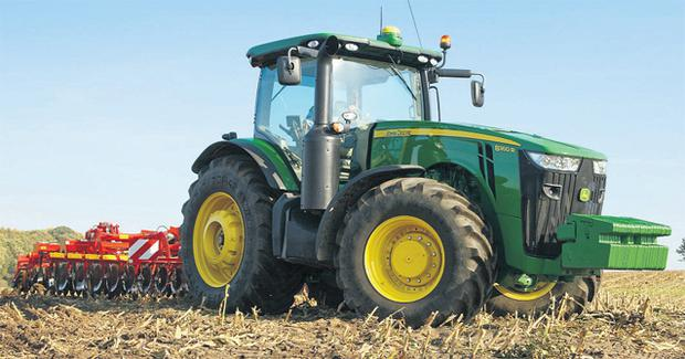 John Deere is the latest manufacturer to offer the new emission-compliant requirements for tractors, thanks to its upgraded 8R series