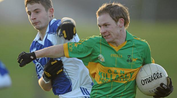 Rhode's Glen O'Connell holds off James Hegarty at Pairc Tailteann yesterday. Paul Mohan / SPORTSFILE