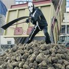 Sugar beet farmers demonstrate at the EU Council