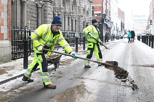 Members of Dublin County Council sanding Clarendon Street to prevent people & cars sliding in the Ice & snow. Photo: Collins Photo Agency