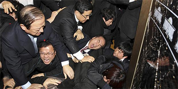 Members of the ruling Grand National Party (GNP) and the opposition Democratic Party (DP) clash over the 2011 budget in Seoul, South Korea yesterday