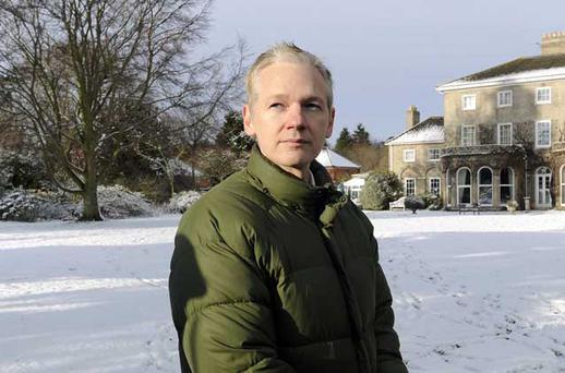 WikiLeaks founder Julian Assange speaks to the media outside Ellingham Hall, the home of his friend, journalist Vaughan Smith, in Norfolk, England December 17, 2010. WikiLeaks founder Julian Assange said on Friday that he and his organisation faced an aggressive investigation by U.S. authorities after the website released secret diplomatic cables. REUTERS/Paul Hackett (BRITAIN - Tags: CRIME LAW POLITICS MEDIA)