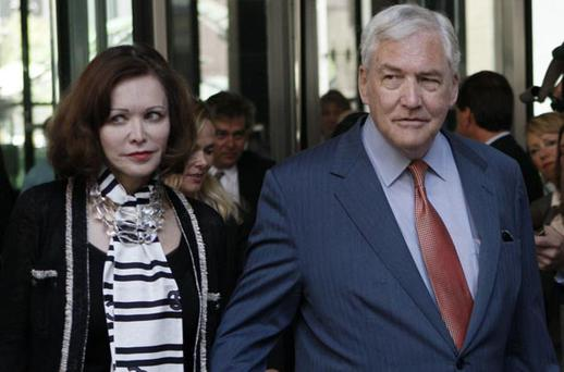 Conrad Black arrives for a bail hearing with his wife, Barbara Amiel Black in Chicago July 23, 2010. A U.S. judge on Wednesday released former media baron Conrad Black from prison on $2 million bond, while she decides whether to throw out his 2007 conviction for defrauding shareholders. REUTERS/John Gress (UNITED STATES - Tags: BUSINESS MEDIA CRIME LAW IMAGES OF THE DAY)