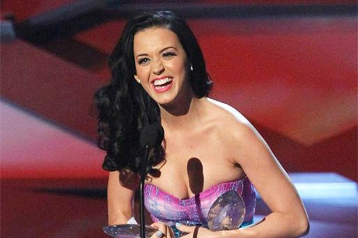 Favourite online sensation and favourite female artist winner Katy Perry accepts her awards