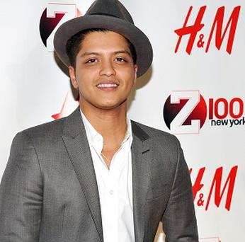 Bruno Mars has knocked Rihanna from the top of the charts with his new single Grenade