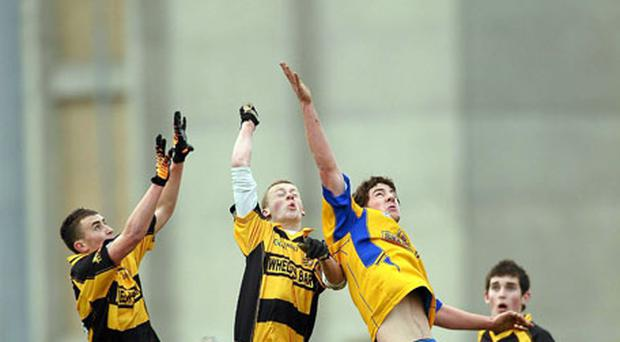 Shane McAuley and Peter Cunningham battle it out with Brian Gill (Marist) in Portarlington. Photo: Paul Mohan / Sportsfile