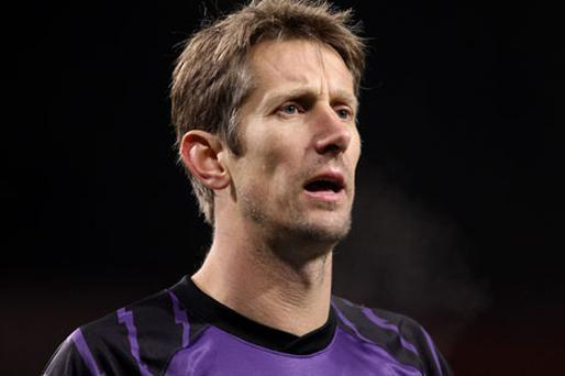 Van der Sar will not make the trip although he is not injured. Photo: Getty Images