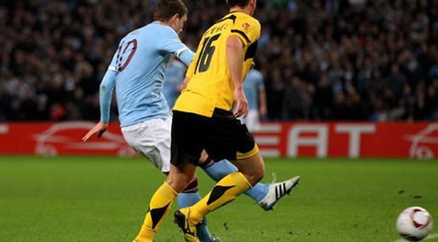 Edin Dzeko scores his second goal, Manchester City won 3-0. Photo: Getty Images