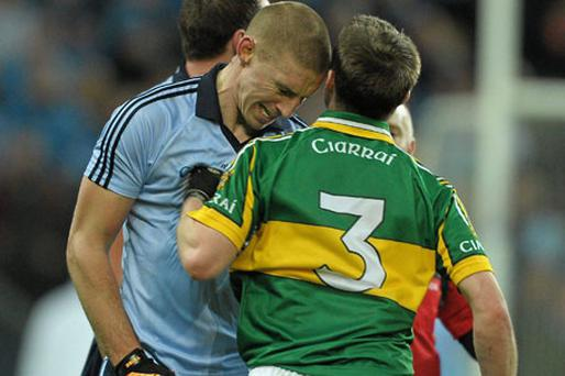 Eoghan O'Gara clashes with Marc O Se during Dublin's game against Kerry on Saturday night. Photo: Paul Mohan / Sportsfile