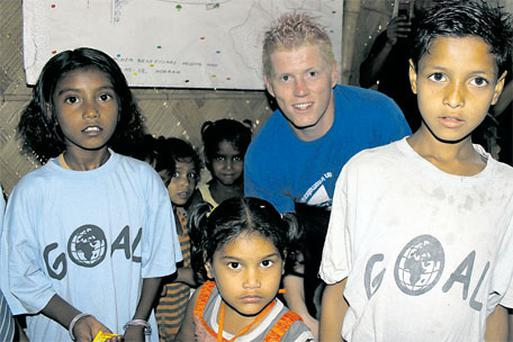 Kevin O'Brien meets children being helped by GOAL in the Bhagar colony in Belgachia, in northern Calcutta, yesterday. Photo: Getty Images