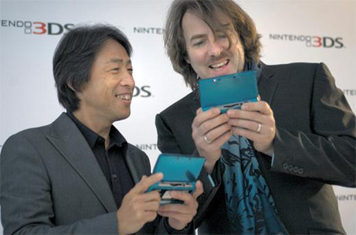 So Woss up with this, then? Jonathan Ross (right) gets to grips with the 3DS at an expo last month while Satoru Shibata of Nintendo Europe looks on