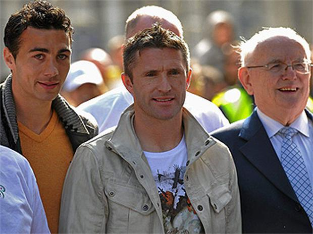 Irish soccer stars Stephen Kelly and Robbie Keane with commentator Jimmy Magee in Dublin. Photo: Sportsfile
