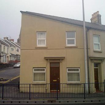 A Swansea house resembling the distinctive facial features of Adolf Hitler has become an unlikely hit on the internet
