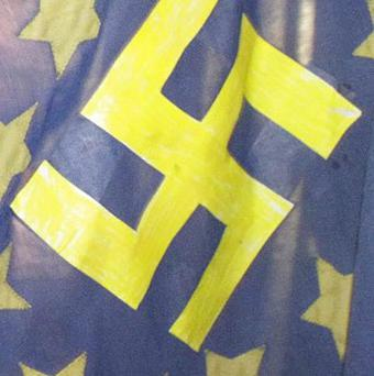 A bakery that advertises cakes decorated with Nazi themes should be prosecuted, a Holocaust group has urged