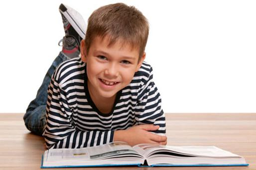 Experts believe that a child aged 11 should read a book a week. Photo: Thinkstockphotos.com