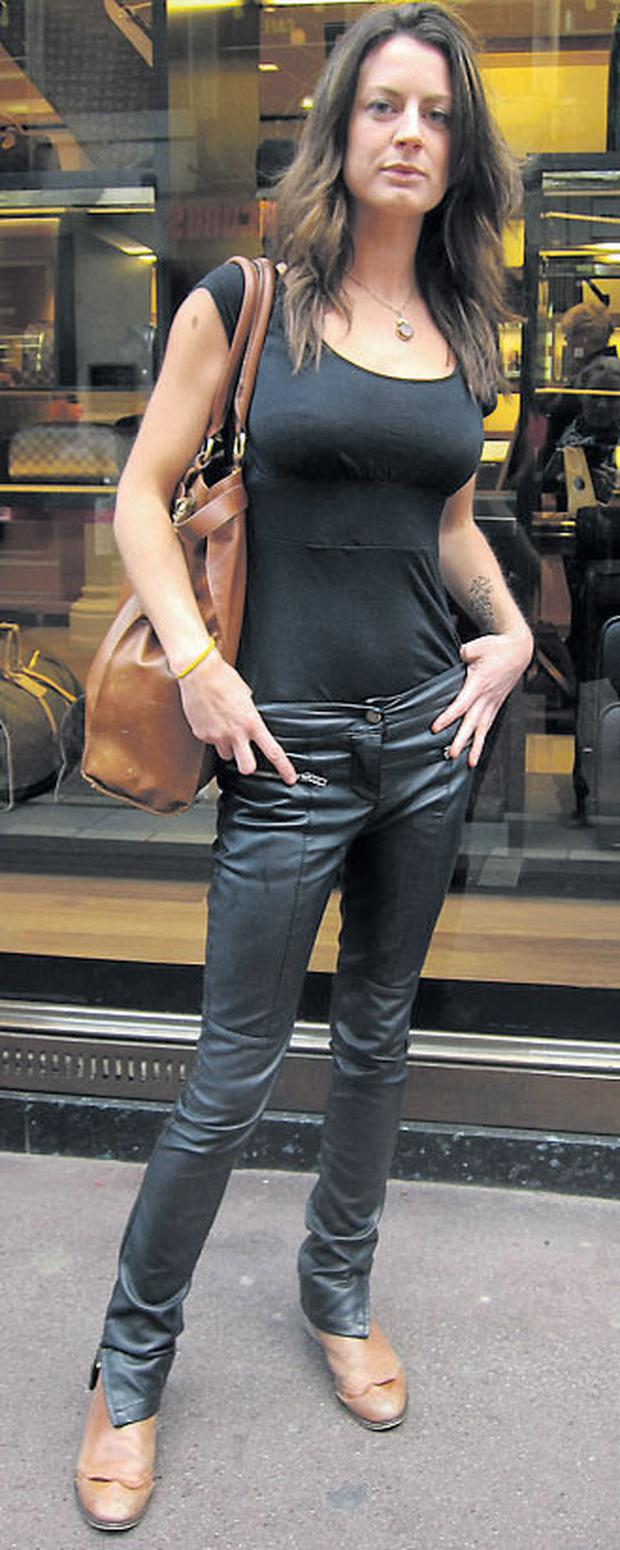 Edel's laid-back accessorising of her skinny leathers works a rock chic look.